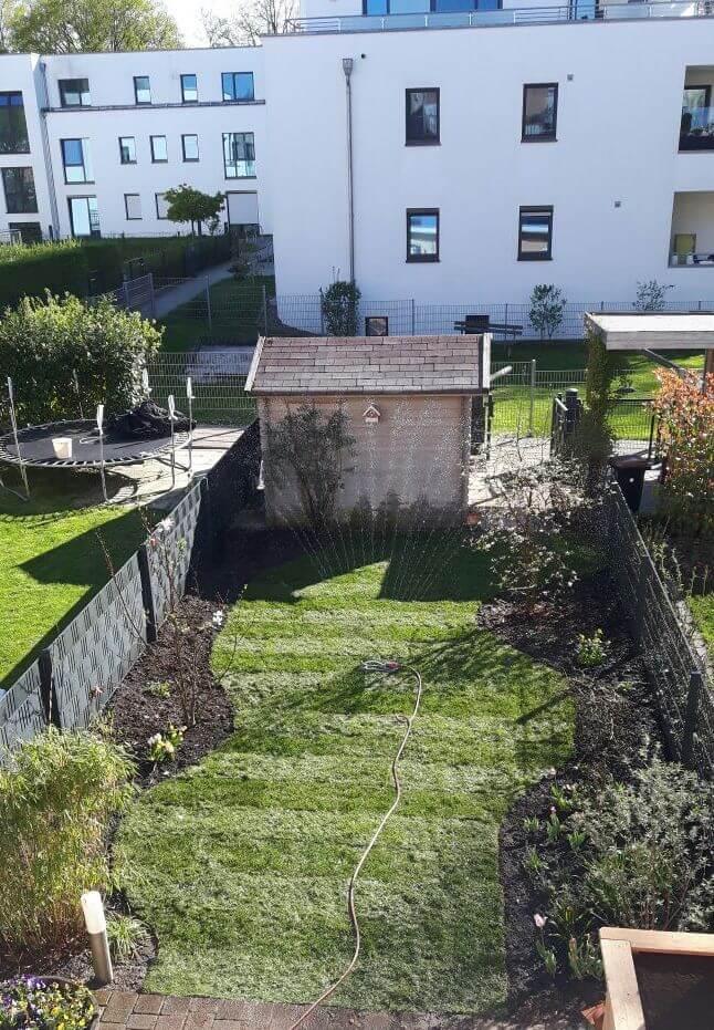 Der Viereckregner ist perfekt für Reihenhaus-Gärten geeignet