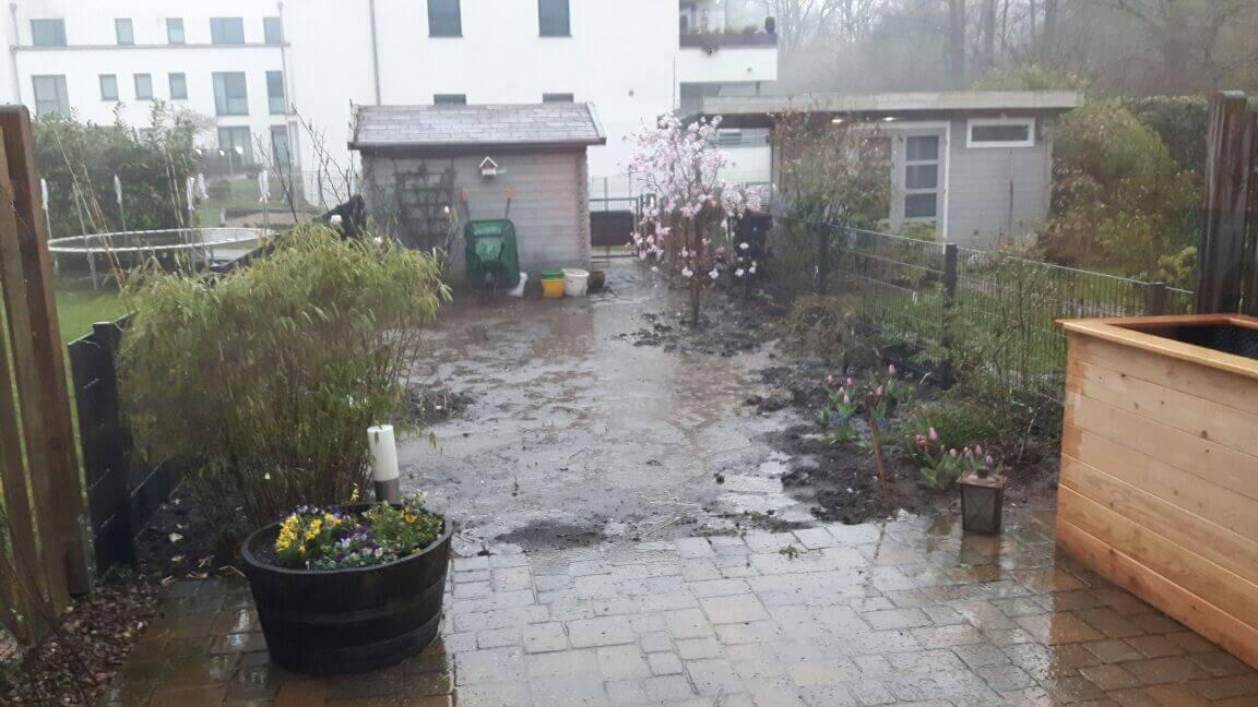 Das Wasser steht auf im Garten - So legen Sie den Garten wieder trocken