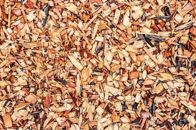 Mit einem Gartenschredder kann man Mulch selbst herstellen. Foto: Olichel / pixabay.com