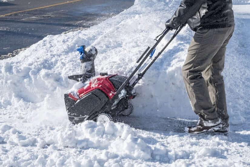 Akku Schneefräse im Einsatz