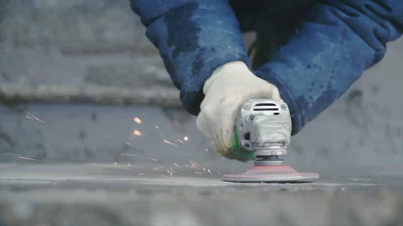 Eine Betonfräse im Einsatz