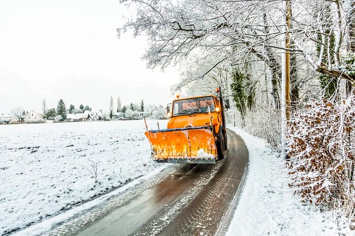 Schneepflug LKW Unimog