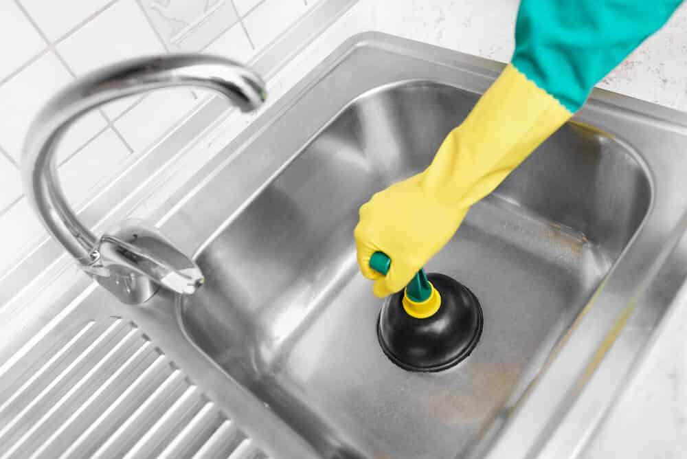 Abflussverstopfung beseitigen ohne Spirale
