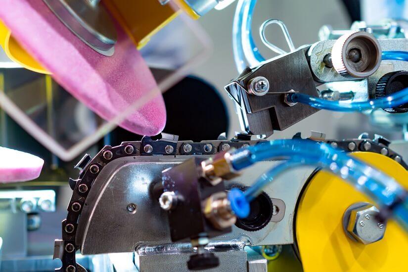 Ein vollautomatisiertes Sägeketten Schleifgerät