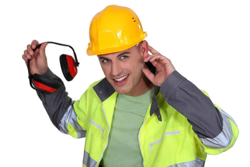 Bauarbeiter mit Kapselgehörschutz