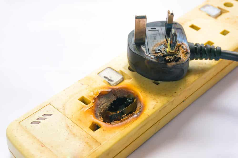 Sicherheit der Steckdosenleiste mit Fussschalter