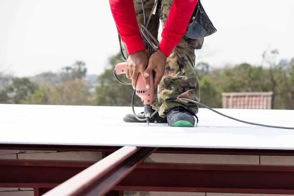 Gerade Blech lässt sich mit einem guten Stufenbohrer fast mühelos bearbeiten