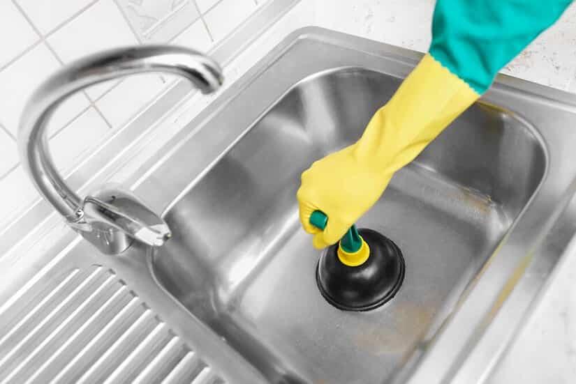 Abflussverstopfung beseitigen mit Saugglocke