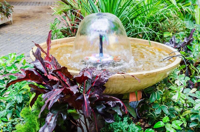 Anwendung einer Membranpumpe am Brunnen