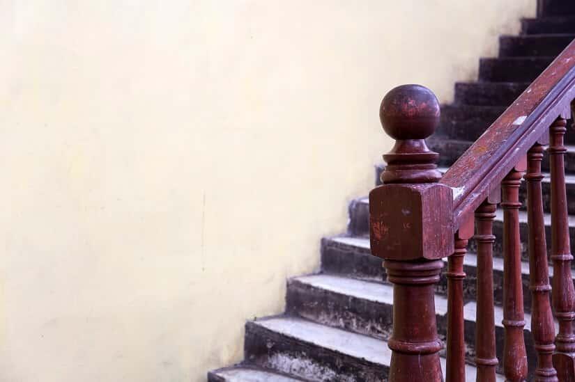 Eine alte Holztreppe mit viel Potenzial