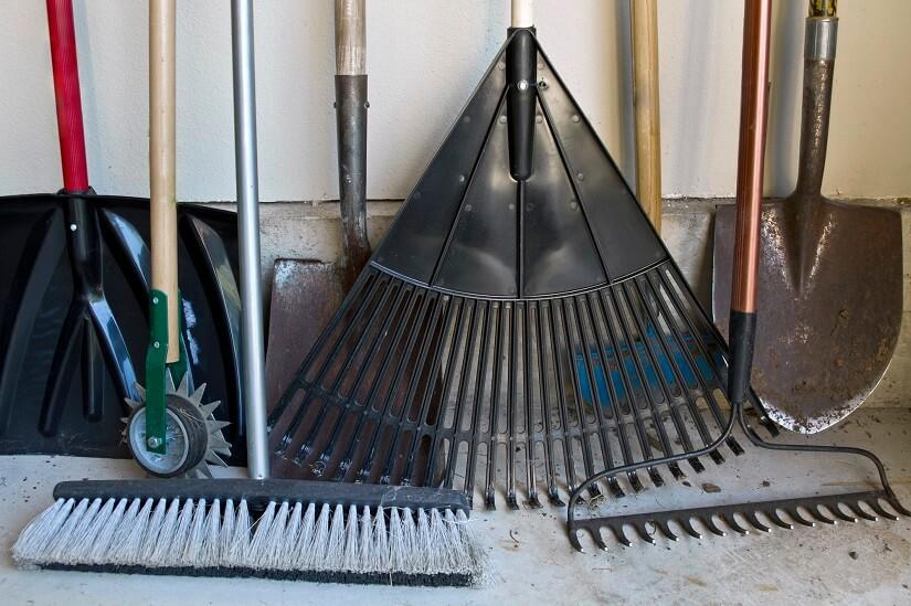 Für recht viele Geräte und Werkzeuge ist ein Gartenschrank für den Außenbereich vonnöten!