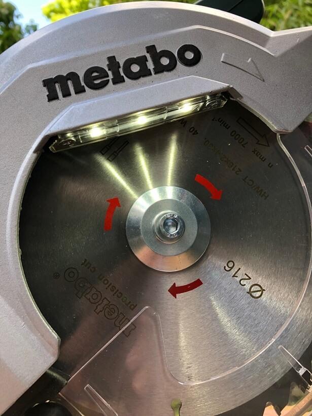 Sägeblatt der KGS 216 M mit LED-Beleuchtung