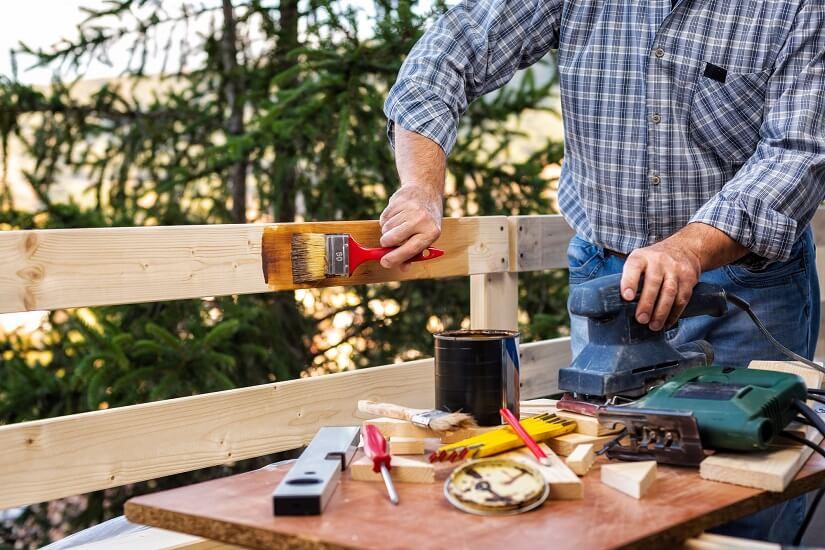 Kann man kesseldruckimprägniertes Holz streichen