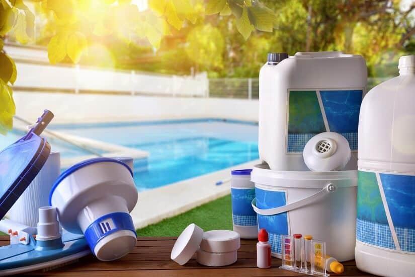 Produkte zur Reinigung und Wartung des Pools