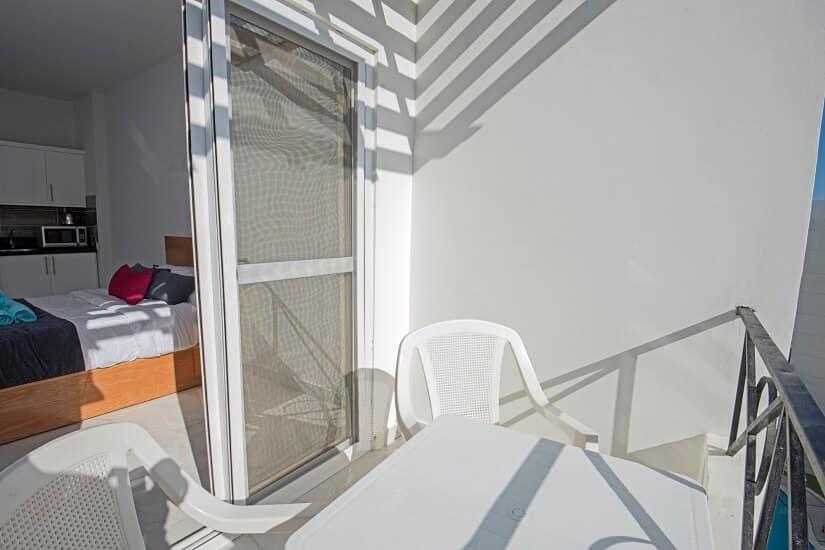 Fliegenschutztür am Balkon in einer Ferienwohnung