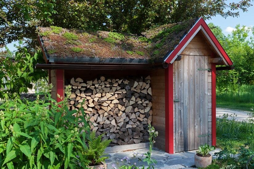Gartenhaus mit Untergestell für Holz