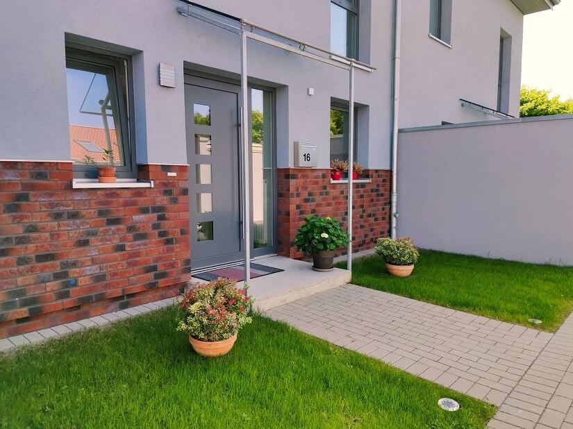 Vordach für die Haustür aus Metall